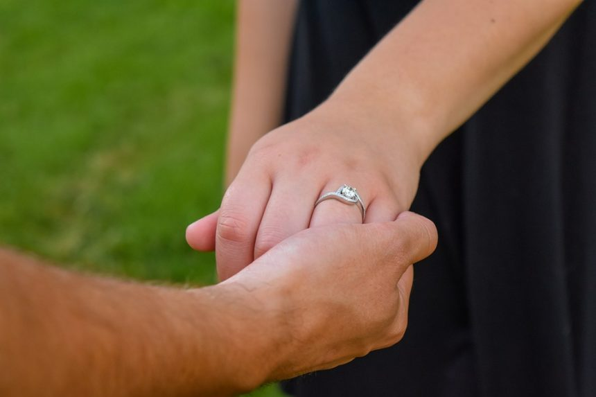 What Type Of Engagement Ring Should I Buy To Impress My Bride?